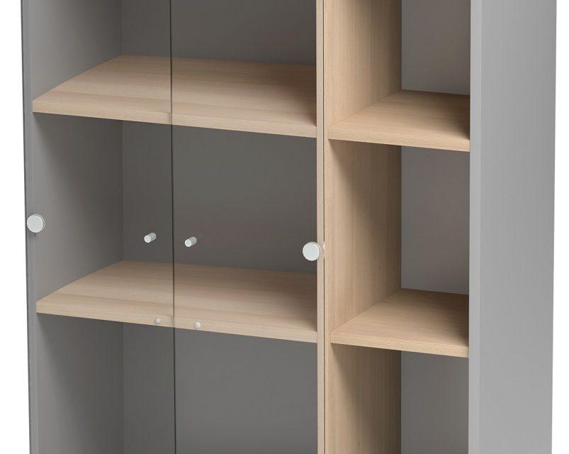 Vitrinekast Jazz van 114 cm hoog in beuken met licht grijs | Gamillo Furniture