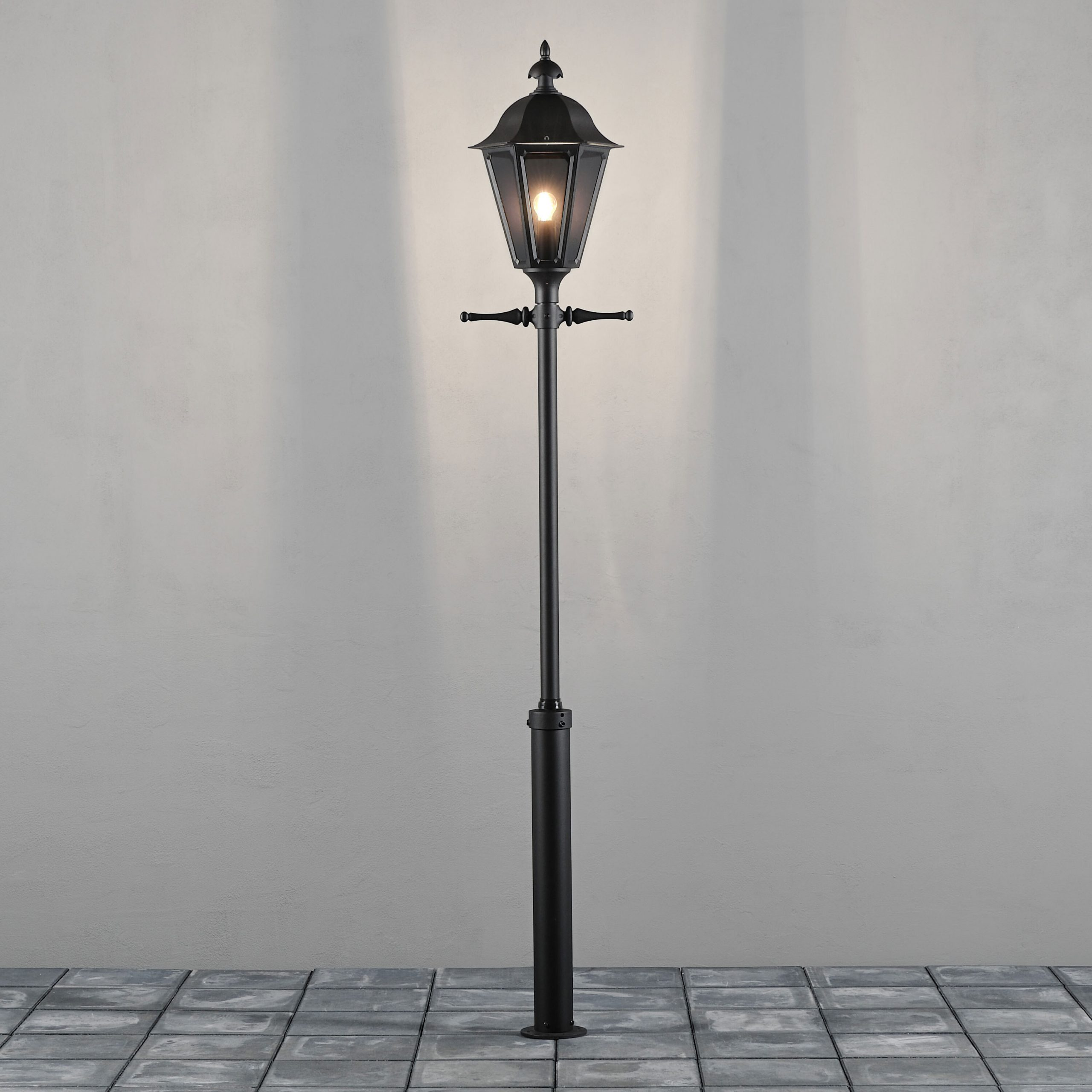 Konstsmide Staande Buitenlamp 'Pallas' 260cm hoog, E27 max 100W / 230V, kleur Zwart | Konstsmide